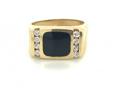 14kt Yellow Gold Diamond And Onyx Ring