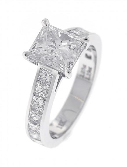 18kt White Gold Diamond Ring