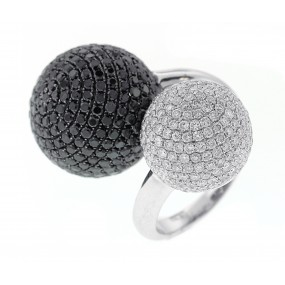 18kt White Gold Black And White Diamond Ring