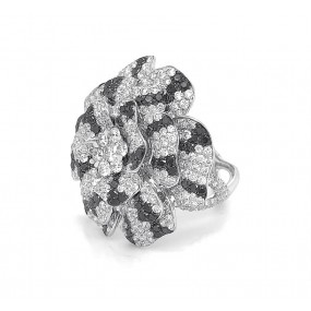 18kt White Gold Black and White Diamond Flower Ring