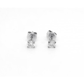 18kt White Gold Diamond Stud Earrings