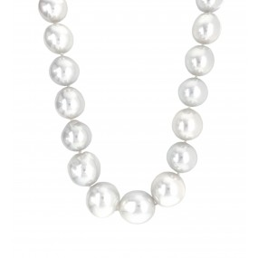 18kt White Gold Diamond And Pearl Necklace